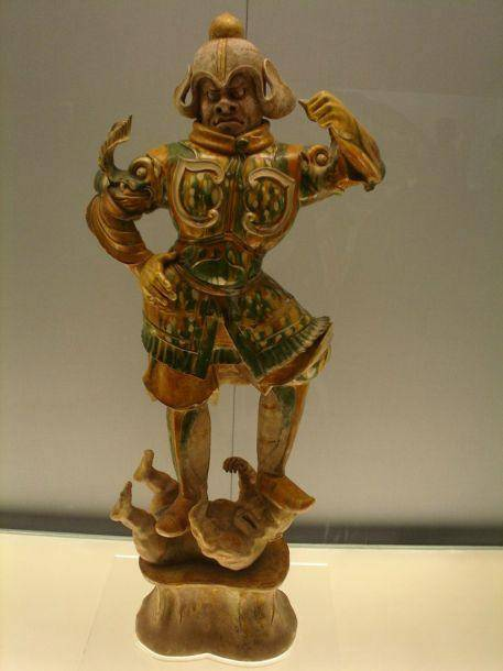 Китай Шанхай: В фонде музея выставлено огромное количество разнообразных скульптур и множество изображений Будды, которые относятся к эпохам Хань и Тан