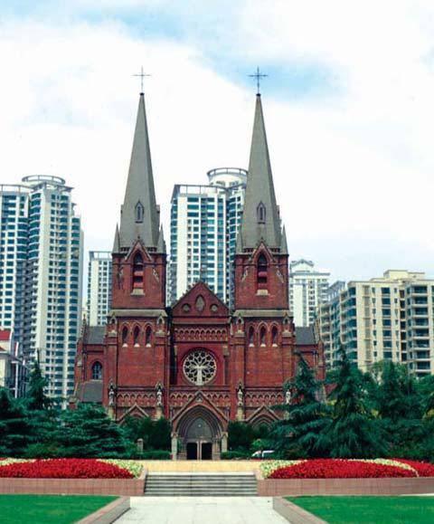 Китай Шанхай: Кафедральный собор св. Игнатия в районе Сюйцзяхуэй