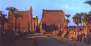 Храм  Амона. XV в. до н.э. Луксор.