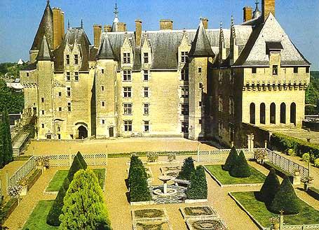 Ланжэ Замки Туризм Тур по франции Сайт о Франции Отдых во Франции Достопримечательности