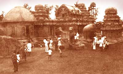 Комплекс монолитных скальных храмов в Махабилипураме (штат Тамилнад), VIIв.