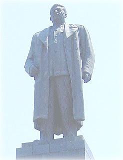 Товарищ Сталин смотрит свысока (Гори, Грузия)