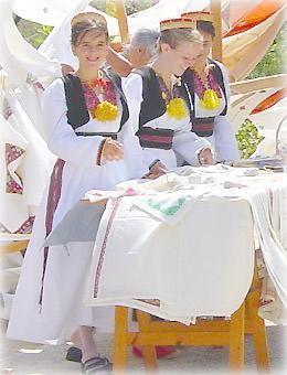 Хорватки в национальных костюмах