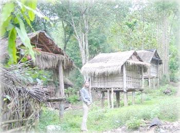 Свайная деревушка племени кхму, северный Лаос