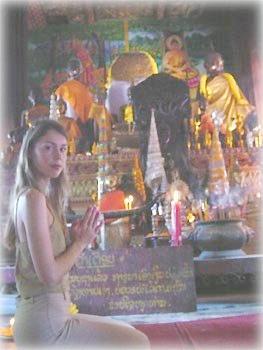 Колонна в храме Ват Си Муанг