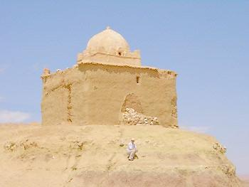 Заброшенная мечеть в пустыне
