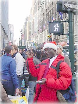 Негр-Санта-Клаус агитирует за Иисуса Христа
